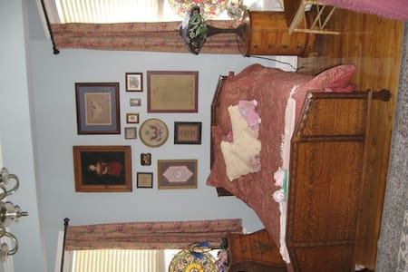 The Mermaids' Porch Americana Room - Portsmouth - Bed & Breakfast