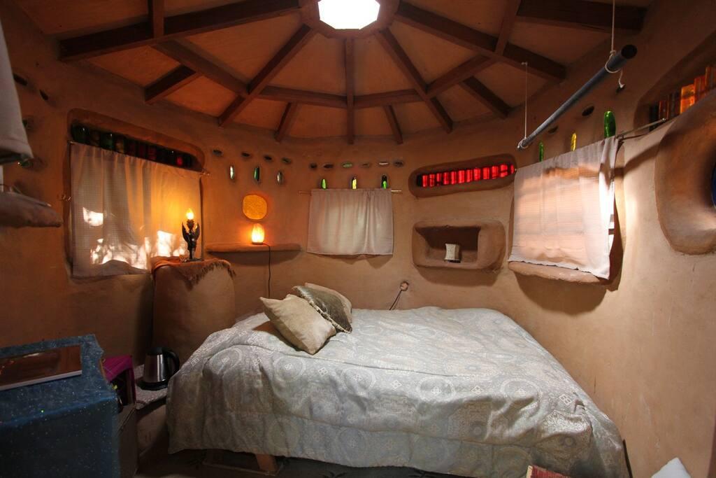 Warm, Comfortable,  relaxing, quiet,grounding, peaceful, memorable.