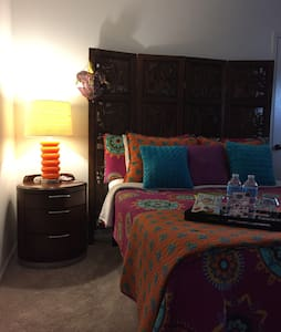 Heavenly bed w/pool access just minutes from I-10! - Houston - Casa