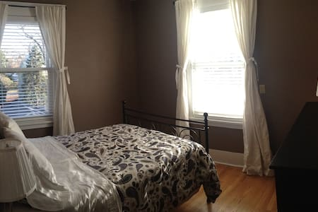 Private Double Room + Private Bath - Montclair - House