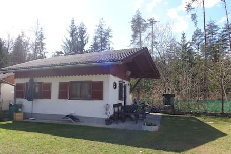 Ferienbungalow in ruhiger Wohngegend - Bungalo