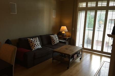 Entire Modern Condo 10 min from SFO