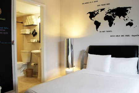 ♥ Modern Ensuite Bedroom -Airport!♥