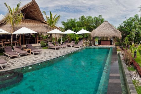 FAMILY BUNGALOW 6ppl, 5 min to beach, wifi, pool B - South Kuta - Bungalow
