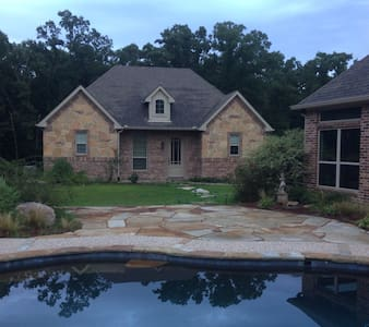Beautiful guest house on wooded lot - Greenville - House