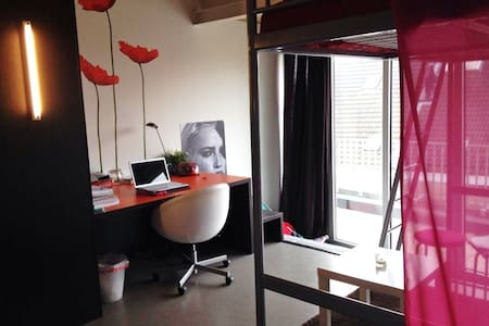 Private-studio with en-suite shower/toilet - Antwerpen - Apartment