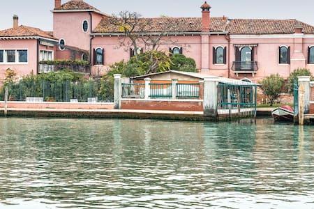 Glass designer home in Murano. Nature and silence. - Venice - Leilighet