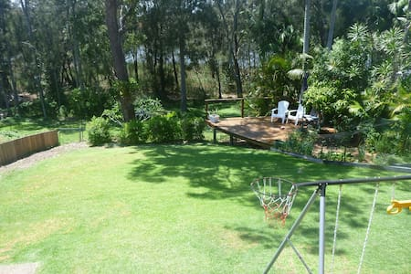 Avoca family home, walk to beach...