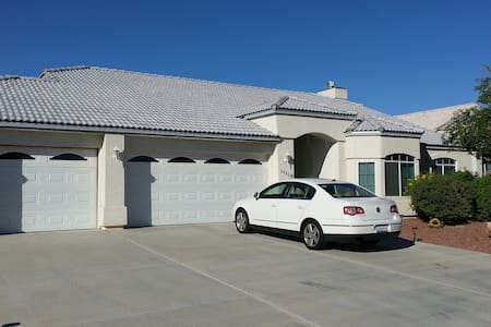 Nicely Furnished 3-Bedroom House - Fort Mohave