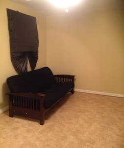 Spacious Bedroom Available - Waldorf