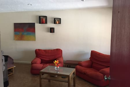 Private Studio apartment with Pool - Fresno - Guesthouse