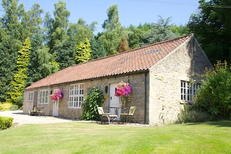 PHEASANT COTTAGE, DALBY FOREST - Chalé
