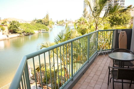 Waterfront Apartment in Surfers CBD - Lejlighed