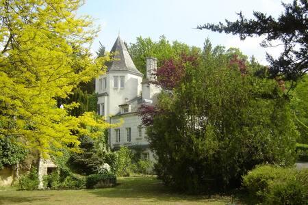 """""""La Babacane"""" Manoir de Montecler - Bed & Breakfast"""