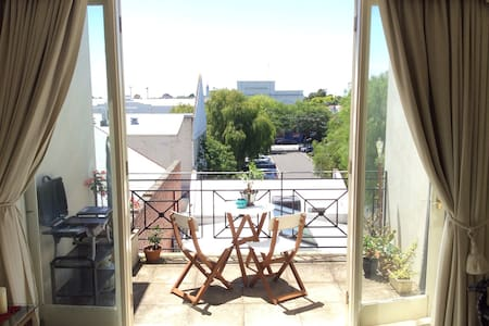 Best location 2BR Apt. In Malvern - Apartemen