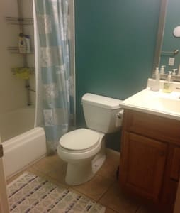 SF Bay Area, Room in large home with swimming pool - Newark - Haus
