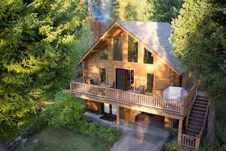 LogCabin with Dock on Flathead Lake - Stuga