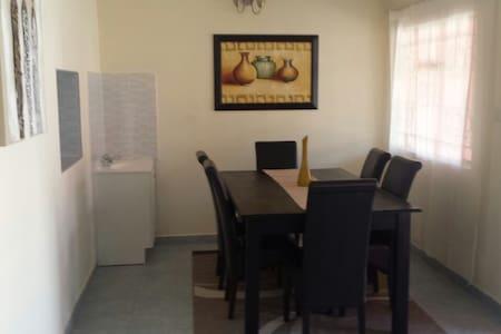Fully Furnished  Apt Near Airport - Lusaka - Wohnung