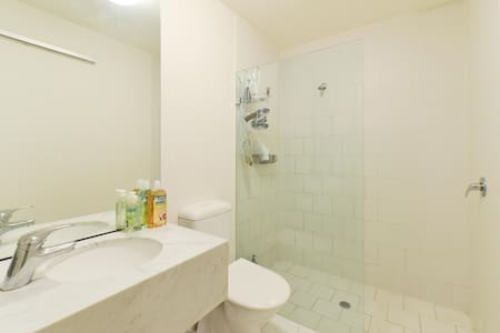 A Private Room in the CBD! - Appartement