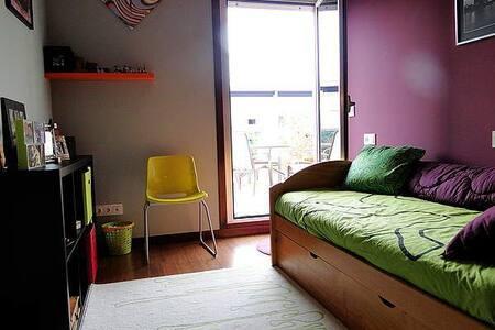 Habitación en un dúplex acogedor con terraza - Appartement
