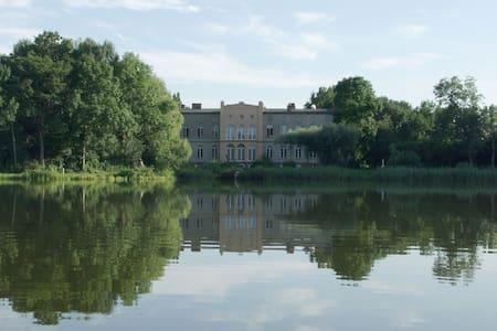 Ferienwohnung im Gutshaus am See - Château