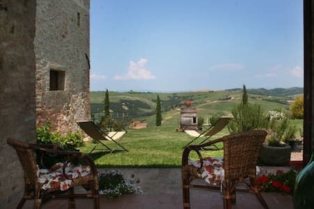 APARTMENT NEAR MONTALCINO - San Giovanni D'Asso - House