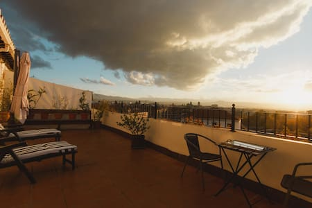 Sunny attic with incredible views - Granada - Pis