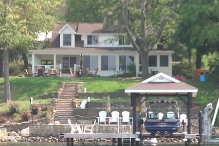 Relax at DeMarco Lake House - Middlesex