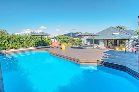 Expansive 4 bedroom family home
