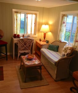 Great Locale-Private, Charming Unit