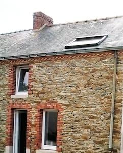 Maison en pierre 3 chambres - Bouvron