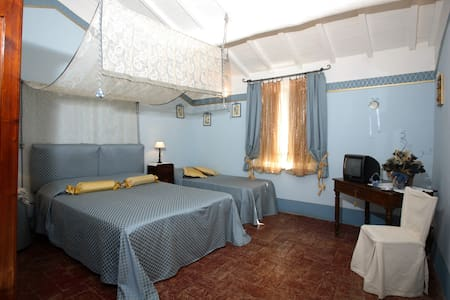C'era una volta ... b&b e la Camera Glicine - Bed & Breakfast