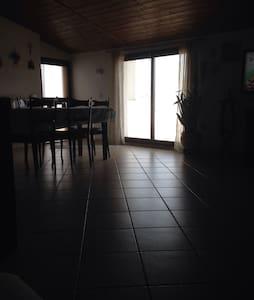 Comoda mansarda indipendente - Casapesenna - Apartment