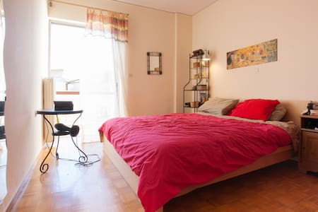 Best walk to the archaelogical park - Athen - Bed & Breakfast