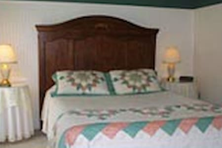 Standard Room with Private Bath - Bed & Breakfast