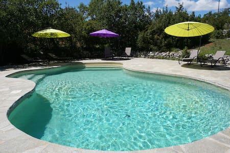 Provence gîte 8p piscine tennis  - Haus