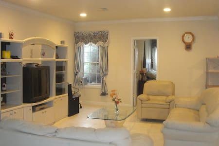 Spacious Family Friendly 2 Beds, Kitchen, Private - Gaithersburg