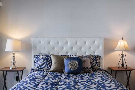 BRAND NEW Luxury Apartment in NoHo Arts District - Los Angeles - Apartment