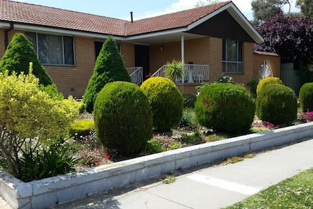 Spacious and roomy  4 bedroom house - Kambah