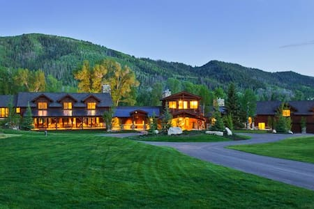 Luxury Ranch Estate!!Abode at Riverbend Ranch - Haus