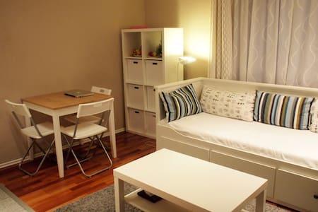 Zimmer mit eigenem Eingang und Bad - Hus