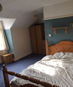 Large double room free wifi - Apartment