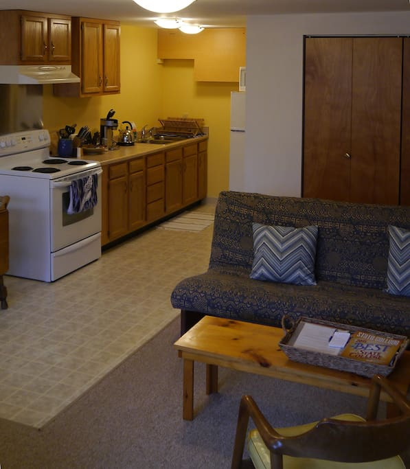 Efficiency apartment, own entrance