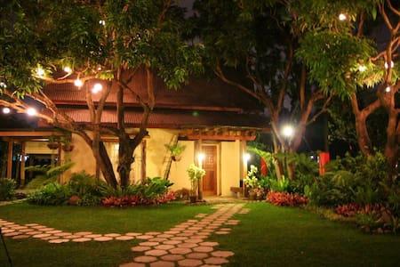 Bale Balayan Honeymoon Suite - Bed & Breakfast