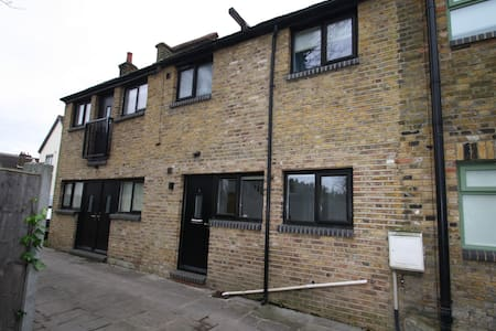 2 Hall Mews, Leigh-on-Sea, Essex. - House