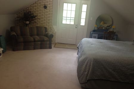 Large upstairs bedroom and bath - Casa