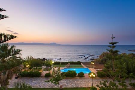 Villa Katerina Private Beach&pool,BBQ,50m from sea - Petres