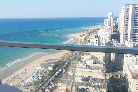 Seafront view Luxury Hotel apartment on boardwalk - Bat Yam - Apartamento