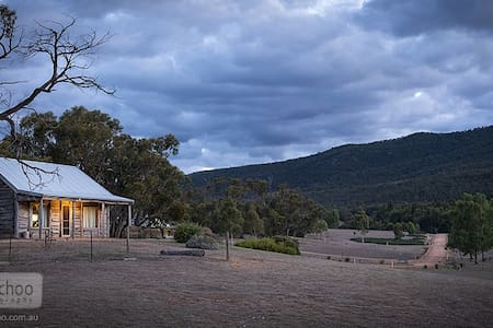 Redgum Log Cottage - Haus