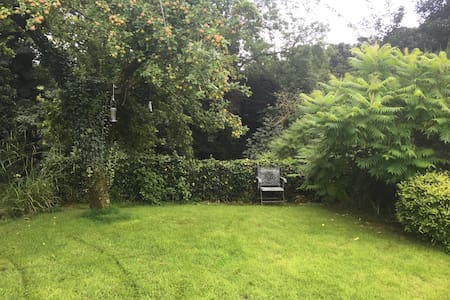 Peaceful camping space in private riverside garden - Wennington
